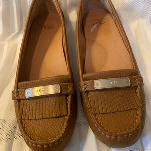 UGG loafer moccasins Flats tan beige NEW